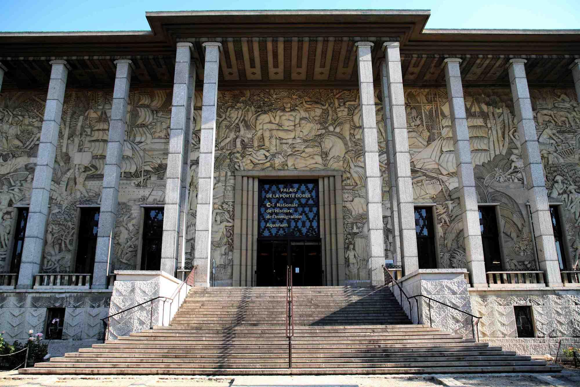 Que contient le musée de l'immigration de Paris ?